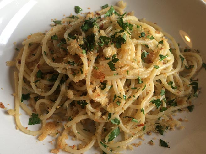 Spaghettini with lemon and breadcrumbs