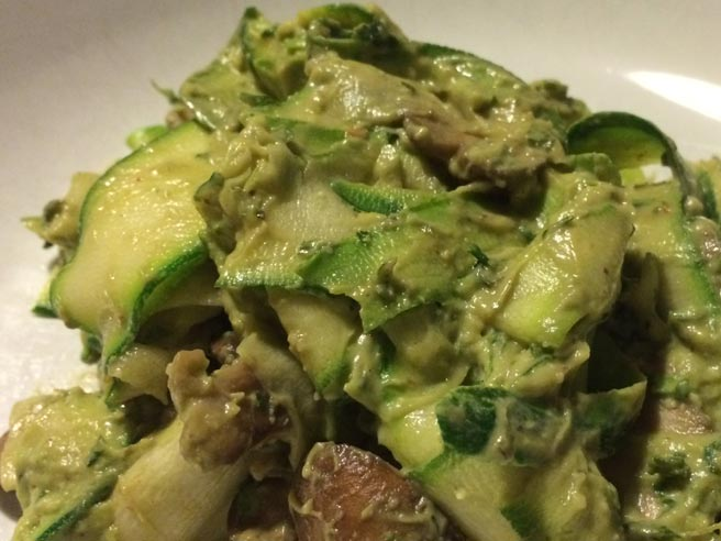 Courgetti with minted avocado sauce